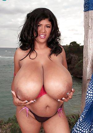 Big Ebony Boobs Pictures